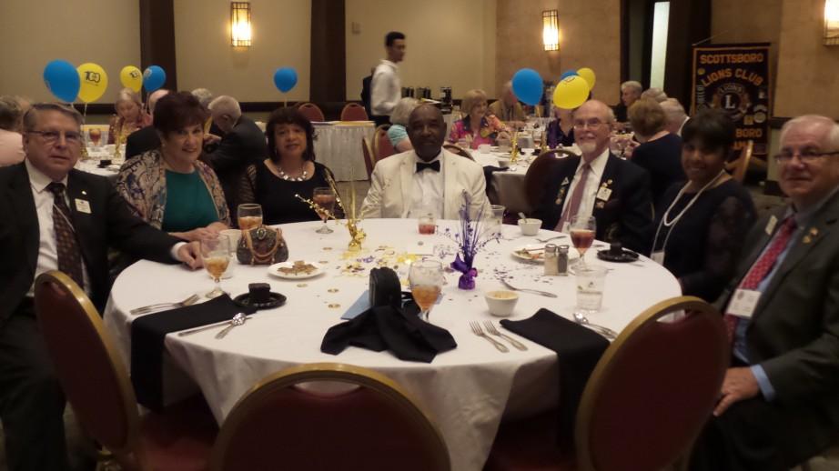 Members enjoying the Evening Banquet.